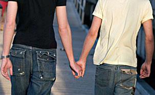 Les homosexuels, et surtout les bisexuels, sont statistiquement plus souvent dans un contexte de vulnérabilité. (Photo: iStockphoto)