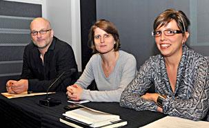 François Audet, directeur exécutif de l'OCCAH du CERIUM, en compagnie de Claire Magone, directrice d'études au Centre de réflexion sur l'action et les savoirs humanitaires de Médecins sans frontières, et de Violaine Desrosiers, ex-déléguée du Comité international de la Croix-Rouge