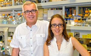 Dr Cohen, professeur titulaire au Département de microbiologie et immunologie, et Mariana Begoé. Photo : IRCM.